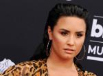 Bátor! Megmutatta retus nélküli testét Demi Lovato, de hamar lebukott