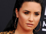 Demi Lovato fotóján röhög a világ - Egykori gyereksztárral jött össze