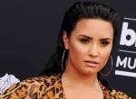 Nullásgéppel vágták le Demi Lovato haját, sokan odavannak érte!