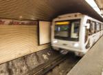 A 3-as metró alá esett egy férfi, áthajtott felette a szerelvény