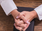 Ilyen pontosan jellemez téged, hogyan kulcsolod össze a kezed