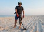 Fémdetektorral járta a strandokat, hihetetlen, milyen kincsekre lelt