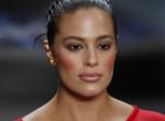Ruha nélkül posztolt a fürdőből a híres modell! Kisfiát is ünnepli - Fotók