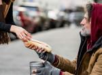Átváltoztattak egy 55 éves hajléktalant, mikor meglátta magát a tükörben, zokogott
