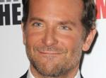 Új álompár? Nem akárkivel sütkérezett a tengerparton Bradley Cooper!