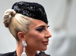Minek nadrág? Lady Gaga így ment ki az utcára - Fotók