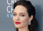 Angelina Jolie bizarr hálószobatitkai - Elképesztő dolgokat művel a színésznő