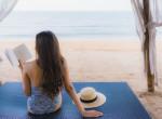 Strandra, napozáshoz, medence mellé: 6 különleges könyv a nyári napokra