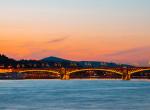 16 évesek rongálták meg a Margit-hidat: letörték a kőkeresztet, majd feladták magukat