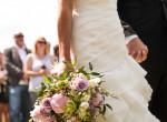 Mindenki a csajt bámulta barátnője esküvőjén, mert ilyen ruhában jelent meg