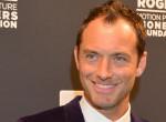 Jude Law fiából olyan dögös pasi lett, hogy az már törvénytelen