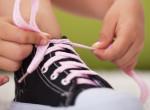 Zokni nélkül próbált cipőt a 4 éves kislány, az élete lett a tét.