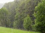 Ázunk-fázunk: hétvégén kaphatjuk elő az esernyőket és lemondhatjuk a strandolást
