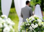 Szétszedik a nőt a netezők, mert ilyen ruhában ment férjhez - Fotók