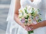 Egy évig nem veszi le a menyasszonyi ruháját a feleség! Így él - Fotók