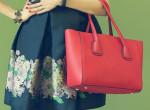 Etikett kvíz: hol a helye a nő táskájának a három közül?