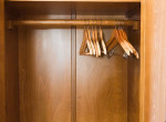 Rémes hangokat hallott a ruhásszekrényből: Ez történt, miután kinyitotta