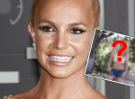 Mindenki ezen vitázik: friss vagy régi Britney Spears legújabb fotója?