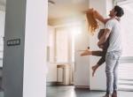 A pár nem tudta, hogy nincsenek egyedül lakásukban - titokban élt velük valaki