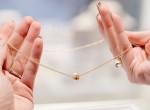 Így bogozd ki a nyakláncodon éktelenkedő csomókat 1 perc alatt