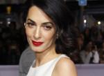 Amal Clooney kivetkőzött önmagából: Bugyiméretű szoknyában pózolt - Fotó