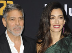 Tátva maradt az Obama házaspár szája Amal Clooney ruhájától - Így jelent meg előttük