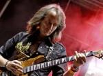 Ambrus Zoli visszatér a színpadra -  Így van most az Irigy Hónaljmirigy gitárosa