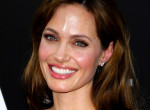 Angelina Jolie megint örökbefogadott