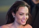 Ő aztán nem spórol: Elképesztő összegért vett magának ruhát Angelina Jolie