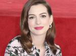 Gyönyörű kismama: Hatalmasra nőtt Anne Hathaway pocakja - Fotók