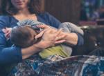 Elaludt az anya szoptatás közben: Minden szülő rémálma, ami utána történt