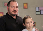 Mind ilyen apáról álmodtunk: Csodás frizurákat készít a lányának ez a férfi