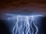 Kegyetlen vihar csapott le a Bahamákra, az űrből is láthatók az óriási villámok - Videó