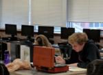 Zseniális megoldás! Egy tanár kitiltotta a telefonokat az órájáról, így reagált a diák