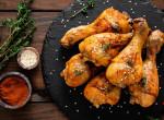 A kerti partik kedvence: Barbecue csirke tejfölös, karamellizált almasalátával