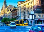 Villamosmegállóban szült egy nő Budapesten, rendőrök segítettek neki