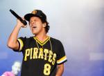 Tűz ütött ki a színpadon, futva menekült koncertjéről Bruno Mars