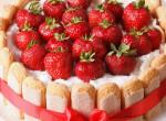 Egy látványos desszert, amit sütni sem kell: Epres Charlotte torta