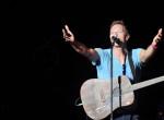 A Coldplay frontemberét egy rajongója zaklatja - Így reagált az énekes