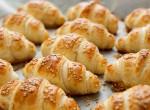 Egyszerű sós harapnivaló: Szalámis-sajtos croissant