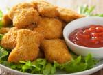 Ropogós csirke nuggets házilag: lepipálja a gyorséttermit
