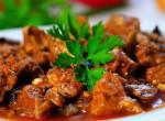 Rakj magyaros ételt az asztalra: Füstölt csülökpörkölt, a vasárnapi ebédek sztárja