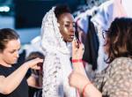 Szomáliából a hazai kifutóra: Ismerd meg a különleges modellt a Daalarna ruháiban