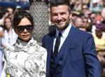 Dupla baki: Meghan kismama ruhájában ment esküvőre Victoria Beckham!