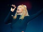 Férjhez ment a világhírű énekesnő: Furcsa dresszkódot írt elő a lagzijára