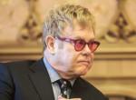 Nagy a baj! Kerekesszékbe került Elton John