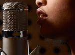 Az év legdurvább címlapja: Kiborultak az énekesnő pajzán fotóján