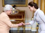 Ezeket a szabályokat kell betartaniuk a sztároknak, amikor a királyi családdal találkoznak