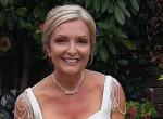 Egy éve nem vette le a menyasszonyi ruháját ez a nő - így él azóta!