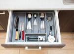 Kés, villa, kanál - Heves vita alakult arról, mi az evőeszköz tárolás helyes módja